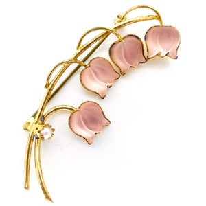 Image of Vintage Frosted Pastel Pink Floral Tulip Glass Gold Tone Sweetheart Pin Brooch