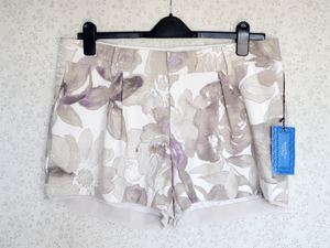 Image of NWT Simply Vera Wang Floral Shorts {Size 16}