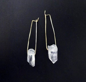 Image of IRIS'S HEART WANDERED - earrings (white quartz)