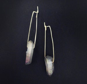 Image of IRIS'S HEART WANDERED - earrings (iridescent quartz)