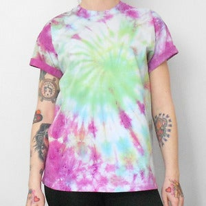 Image of Tie Die Galaxy Swirl T-Shirt Green & Pink