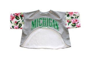 "Image of D.Fame Floral ""Michigan State"" Cropped Crewneck"