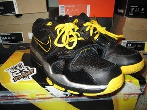 "Image of Trainer 1.2 Mid ""LiveStrong Foundation"" *PRE-OWNED*"