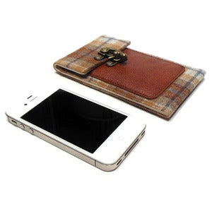 Image of Smartphone wallet - brown and blue plaid