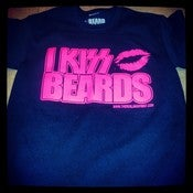 "Image of BLACK WITH PINK PRINT ""I KISS BEARDS"" T-SHIRT"