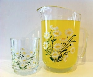 Image of VINTAGE SET OF 6 DAISY GLASSES AND JUG