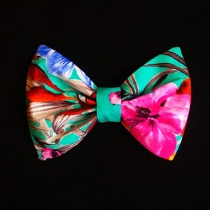 Image of Hawaiian Print Bow