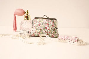 "Image of ✝ ""Hello Kitty Fresh Orchard"", clip frame purse *the last one is now ready to buy*"
