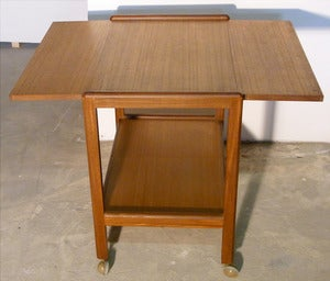 Image of TABLE DESSERTE SCANDINAVE EN TECK ANNÉES 60 - REF.1283