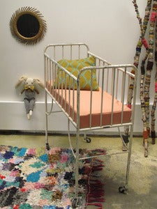 Image of Lit vintage pour bébé en métal / vintage crib for your baby