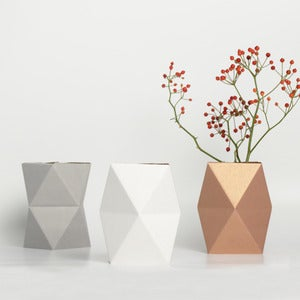 Image of snug.vase - low