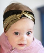 Image of tiny metallic gold and black turban