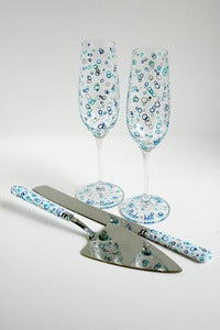Image of Ocean Bubbles Cake Cutters and Personalized Champagne Flutes