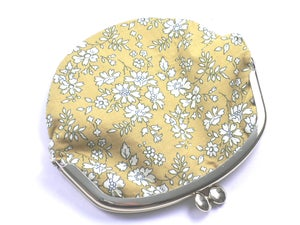 Image of Coin purse / White flowers / Mustard