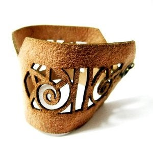 Image of Anmarkdesign - French Lace Leather Cuff