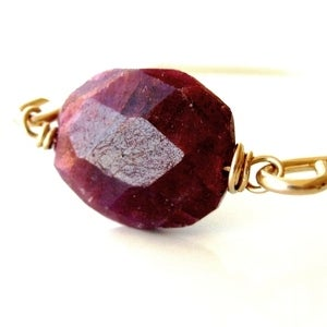Image of Vitrine - Indian Ruby Bangle
