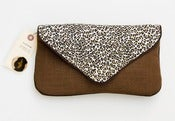 Image of the summer snap clutch (leopard)