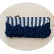 Image of a roundy-bottomed tough ruffles zipper purse in conductor stripe + navy