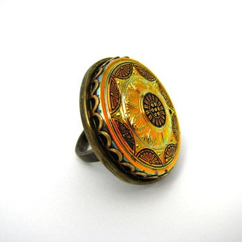 AZTECA GOLD VINTAGE GLASS COCKTAIL RING