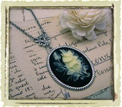 Jewelry: &quot;Flower bouquet&quot; in Black