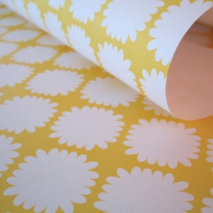 Image of mums wrap . lemon