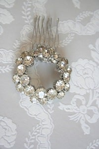 Image of Vintage rhinestone bridal hair comb : piece 002