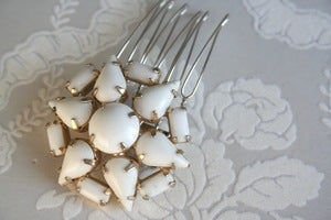 Image of vintage milk glass bridal hair comb : piece 011
