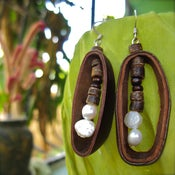 Image of Fresh Water Pearl Sambo Earrings