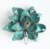 Image of Zipper Pin (aqua: silver teeth)