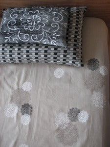 Image of daisy bed linen