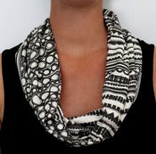Image of Organic Cotton Knit Scarf - Geo