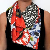 Image of Organic Cotton Knit Triangle Scarf - Poppy