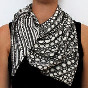 Image of Organic Cotton Knit Triangle Scarf - Geo