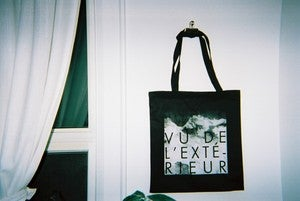 Image of vu de l&amp;#x27;extrieur tote