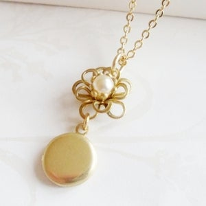 Image of Petite Fleur Necklace