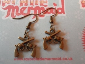 Image of Metal Crossed Pistols Guns Antique Goldtone Rockabilly Earrings