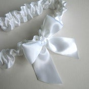 Image of Simple Bow Garter in snow white vintage ribbon