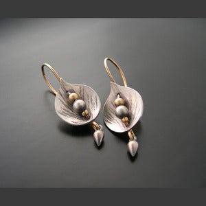 Image of Leaf Shield Earrings