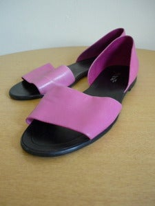 Image of pink & black 9 West sandals 8M