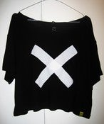 "Image of ""X"" Play-Shirt cropped top t-shirt (Black)"