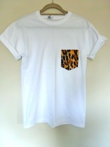 Image of Leopard Pocket Effect Tshirt