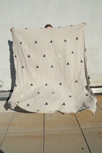 "Image of Linen throw ""Hannah"""