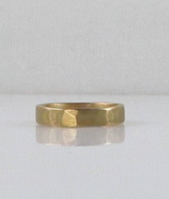 Image of 18kt Gold 4mm Hammered Band