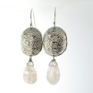 Image of Loksi (Turtle) Earrings