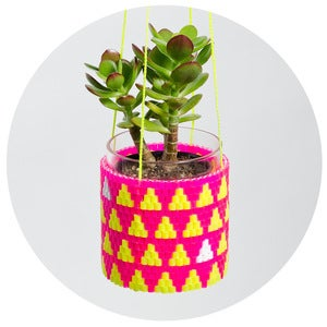 Image of Woven Bead Planter (pink and yellow triangles)