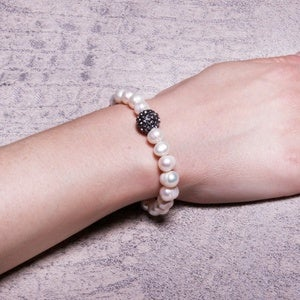 Image of Freshwater Pearl Bracelet with Jeweled Bead