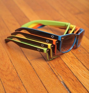 Image of simple two-tone wayfarer