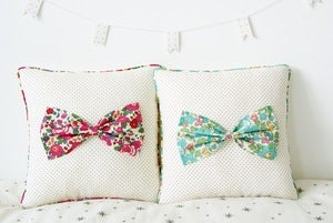 Image of *SOLDE*Coussin Bow en Liberty of London *BETSY*