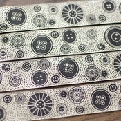 Image of Renaissance Ribbons : Black and Ecru Button