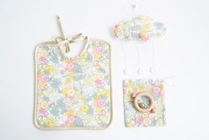 Image of Mini Box Bavoir+Baby Cloud+ hochet CE offert! Veritable Liberty 